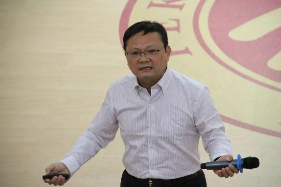 江苏汇维特新材料科技有限公司总经理卫旺两名学员上台发言,两位学员