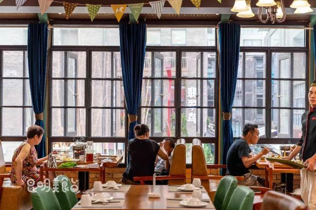 �9��y�)�.�9�/y�a_原创昆明传说中一人能吃2公斤肉的饭店,连老外都要排队1小时去吃