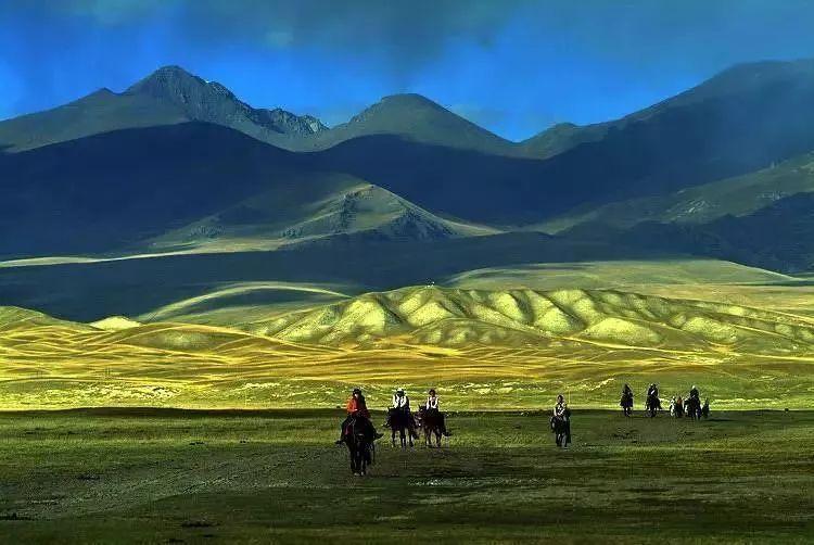 天山人口_新疆举行迎奥运万人登天山活动