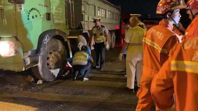 杭州28岁小伙被卷入工程车身亡,被发现时还戴着耳机,电瓶车倒在身边