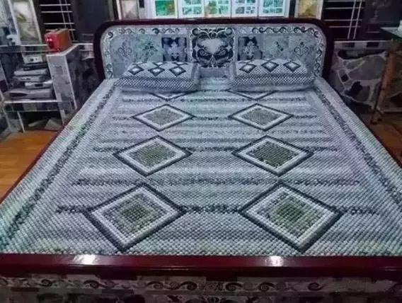 会玩!缅甸人用2万颗翡翠做成床,人民币4