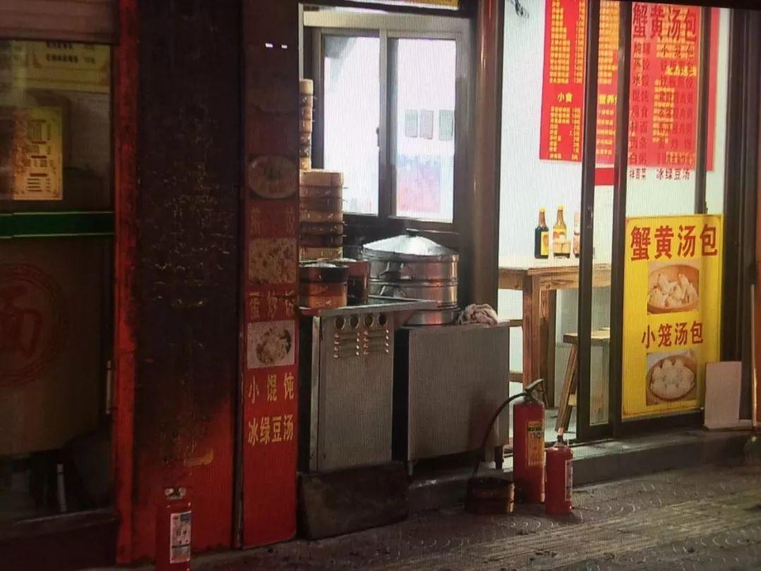 【爆炸新闻】惊险!厦门一小吃店门口液化气罐突然起火,两人烧伤