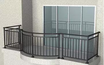 小区套房里,商家自带的防护栏到底拆不拆好?