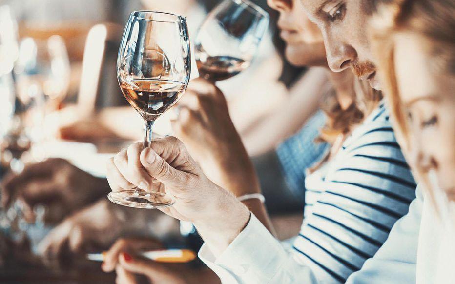 """法国红酒之乡波尔多拟""""转型"""" 开拓年轻市场"""