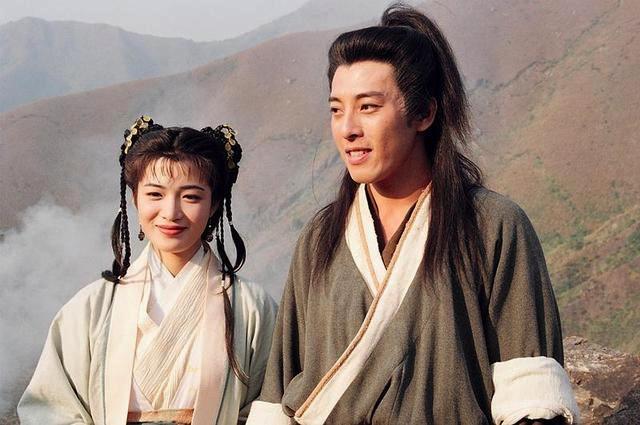 53岁吕颂贤时隔23年与陈少霞同框保养极佳,长居内地捞金身家丰厚