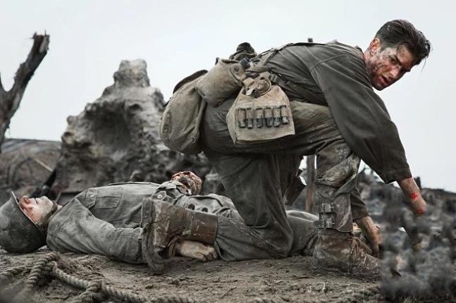 """红十字标志美国医务兵不戴了,这是为何?被优先""""照顾""""成为重点"""