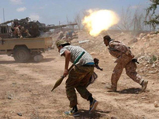 沙特展示武器碎片,直指伊朗对石油袭击事件负责