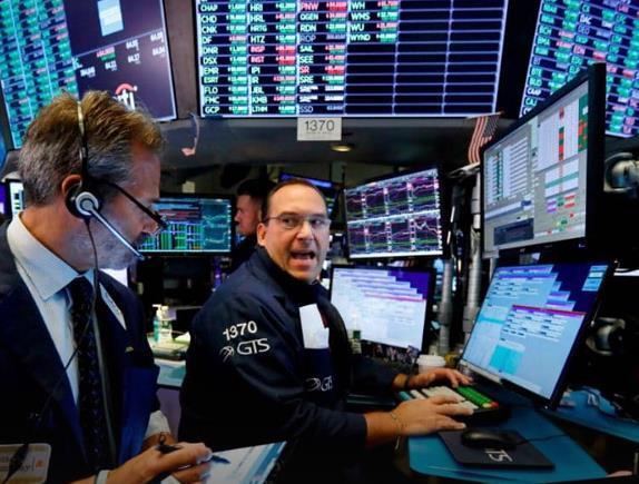 美股全线暴跌 道指一度下跌700多点