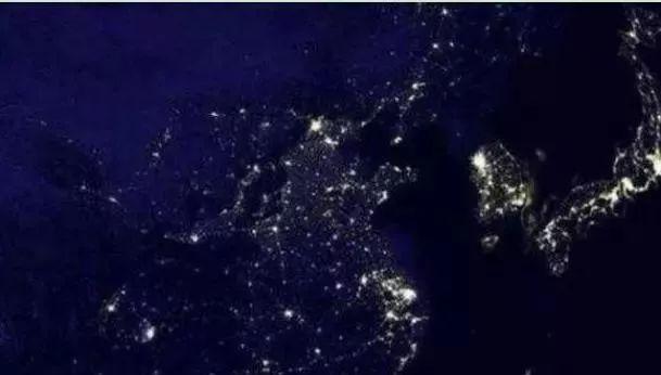 世界夜晚卫星地图_从卫星上看东亚夜景,才知道中日韩,三者间的差距有多大_日本
