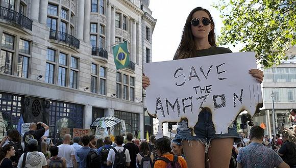 驻外使领馆被抗议者堵门,巴西总