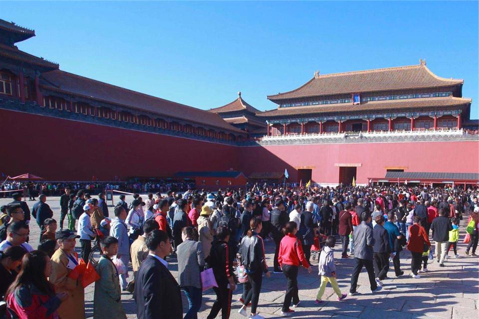 北京故宫最神秘门缝,上万游客甘愿为它排队3小时,里面到底啥?