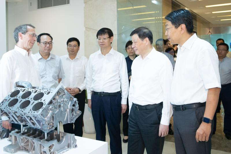 上海市长调研虹桥商务区,保税展示商品便宜5%-20%,要打造购物天堂