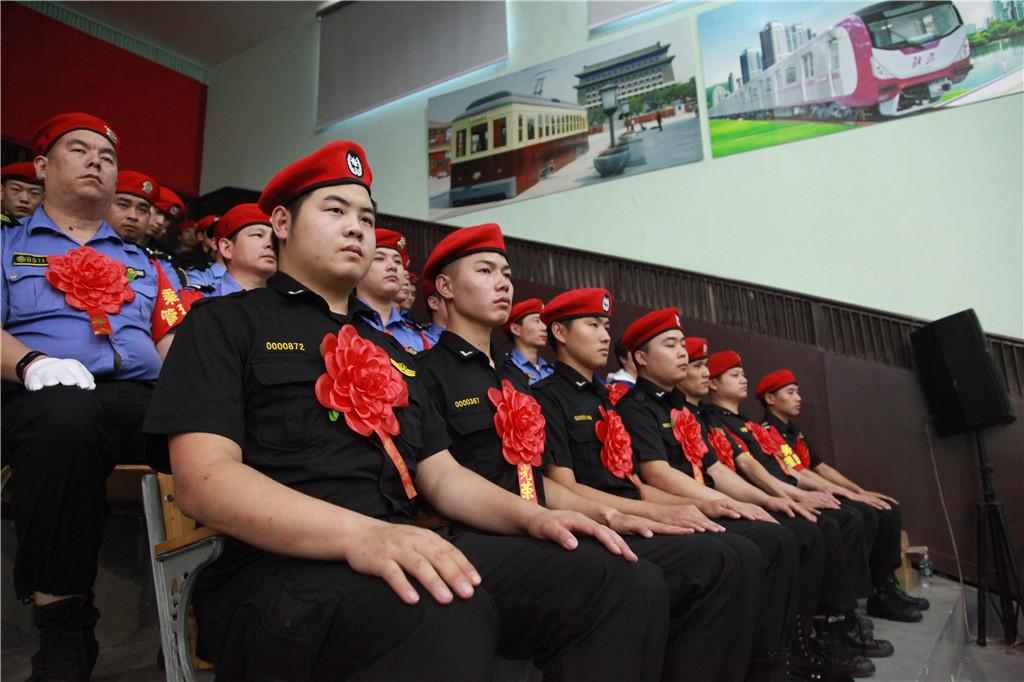 履职尽责 挺身而出 北京地铁乘务管理员全力保障乘客平安出行