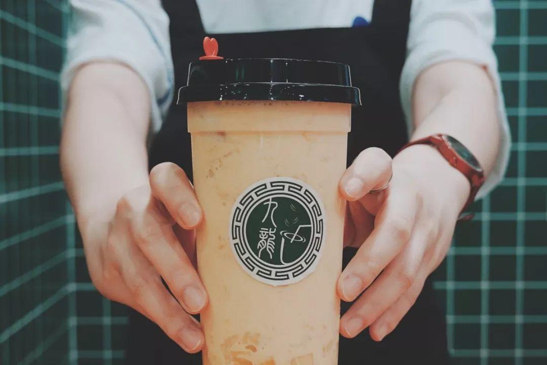 丝袜�y��y�$_那就再喝一杯~ 店内以正宗的港式丝袜奶茶和杨枝甘露,搭配各种港式