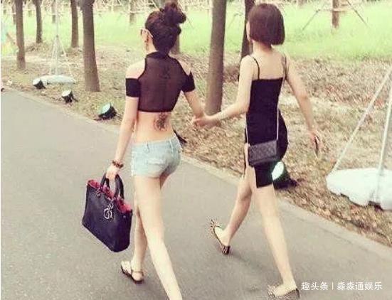 爆笑GIF趣图:现在村里的姑娘也时尚了,不像以前