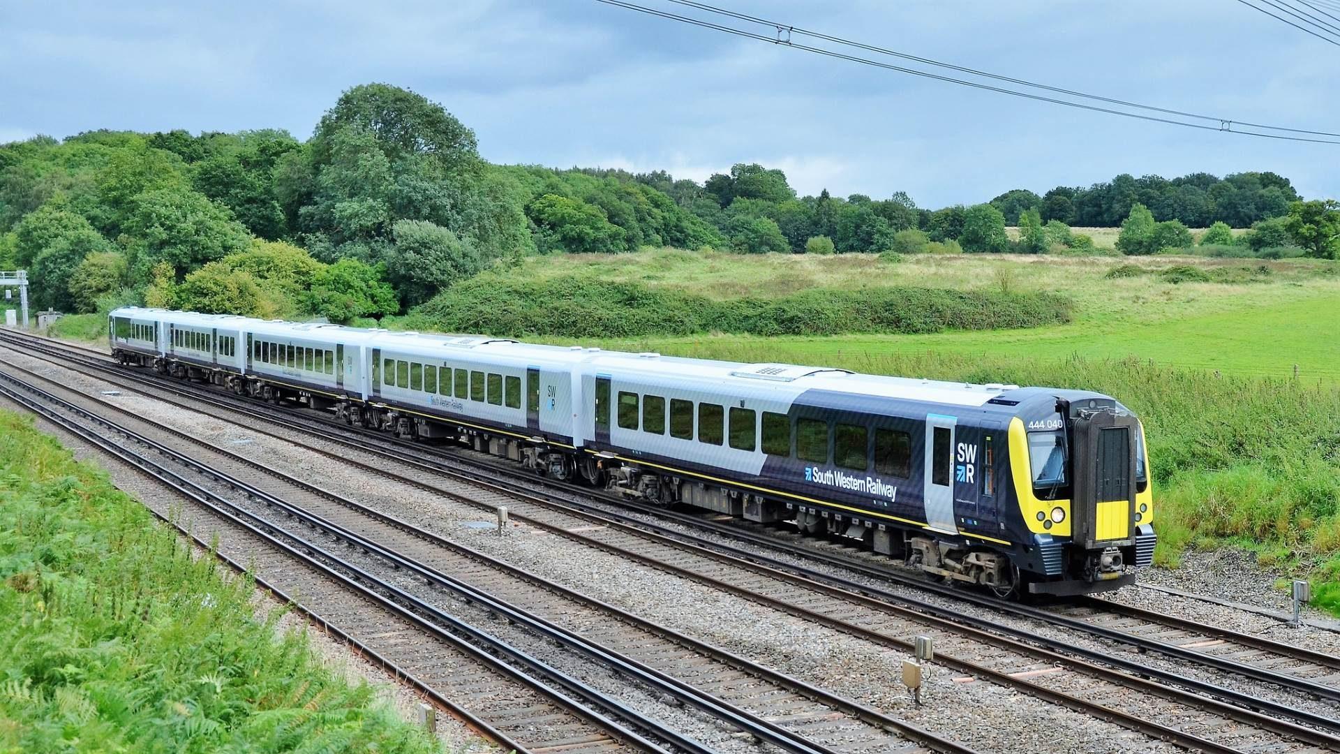抛弃柴油,英国开始试行首条由太阳能驱动的铁路线