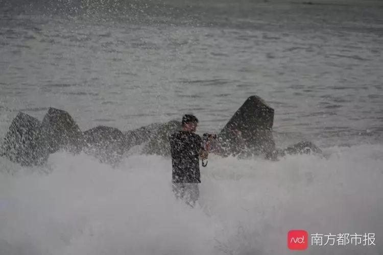 紧急预警!台风白鹿登陆福建掀起狂风暴雨,上岸后横行广东影响更