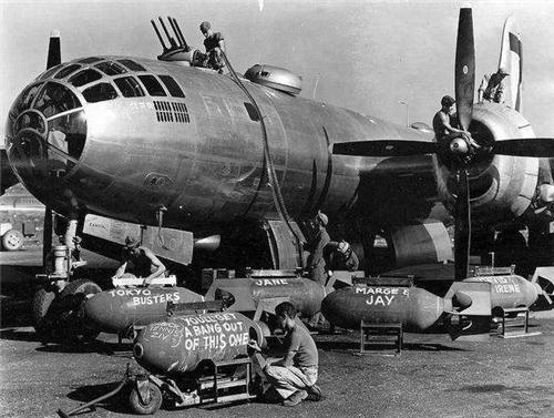 广岛核爆炸时, 投放核弹的飞机是如何逃生的呢? 驾驶员亲述出真相
