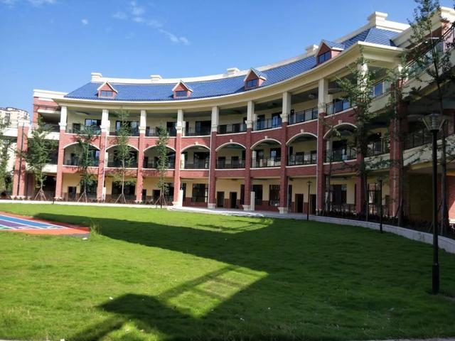 项目位于仪陇县新楠路,占地面积10亩,建筑面积5400平方米.