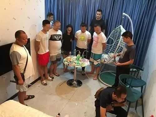 <b>宜宾4男1女在出租屋里干这个事,结果全部遭逮现场了</b>