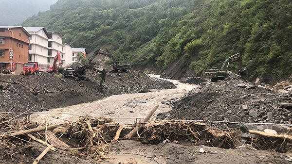 武警某部交通第二支队赴汶川抢险,已清理道路两公里_龙潭