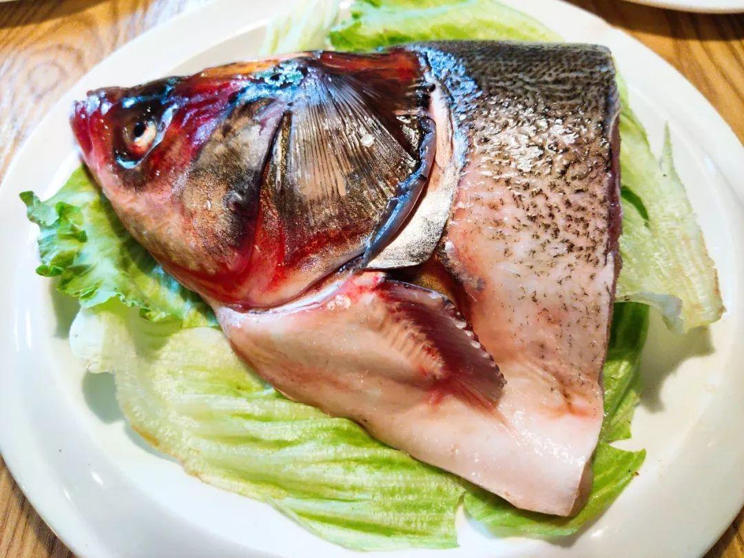 肉棒愹i�yi�z�y�'�f_蟹肉棒的鲜甜 和锅底的鲜香 融合在一起 不一样的美味哦~ 冰鲜鱼丸