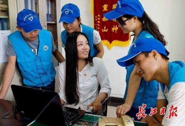 教师董明暑假有点忙:赴西藏探望受助儿童,培训600名军运志愿者|德耀江城