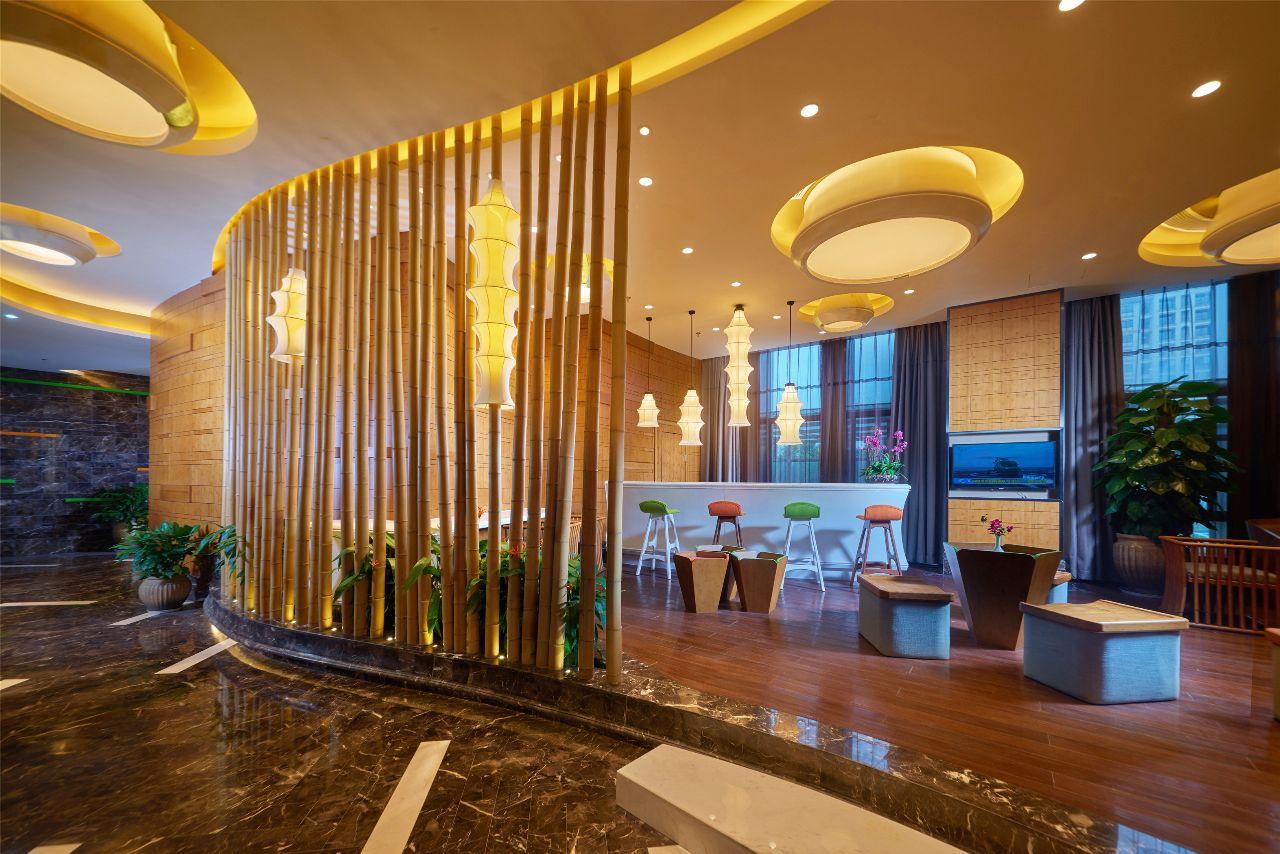 广西一酒店服务员查房,热水壶内发现卫生巾,23岁女子承认并道歉