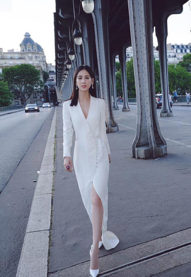 她嫁给杨子,演的作品基本都自己投资,36岁穿透视裙性感又优雅插图(6)