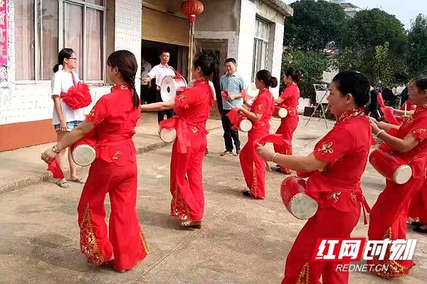 """常德郑家河社区:送喜报取代""""升学宴"""" 文明乡风家家传"""
