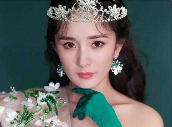 戴皇冠最美的5位女星,杨颖公主范,赵丽颖清纯,唯她霸气