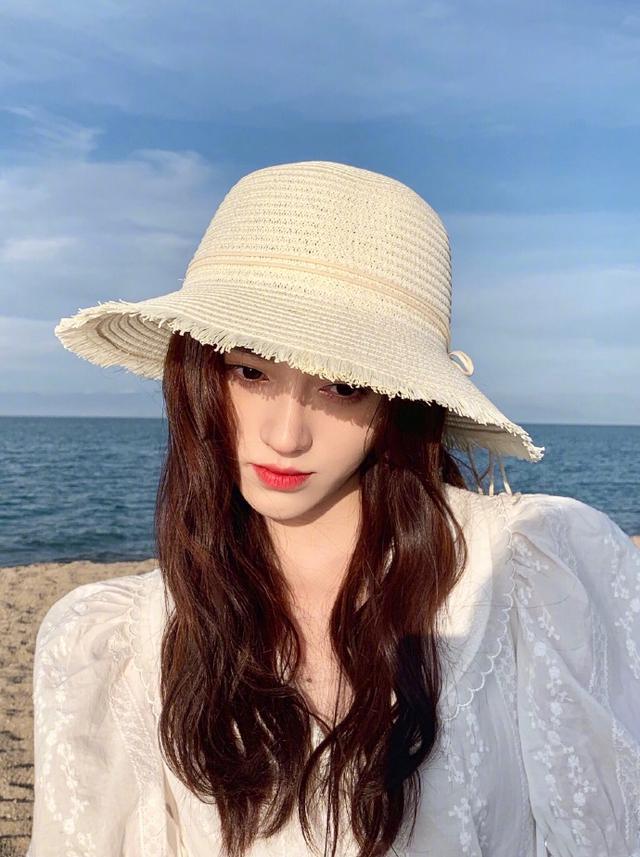 鞠婧祎,精致有仙女范!帽子打扮出4种女神范,超吸睛插图(1)