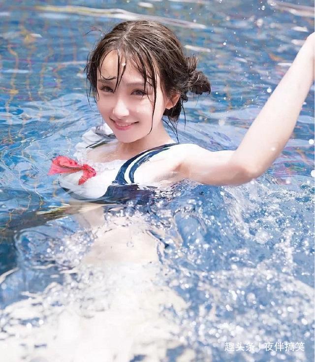 爆笑GIF趣图:第一次见到有妹子穿这种泳衣来游泳.....