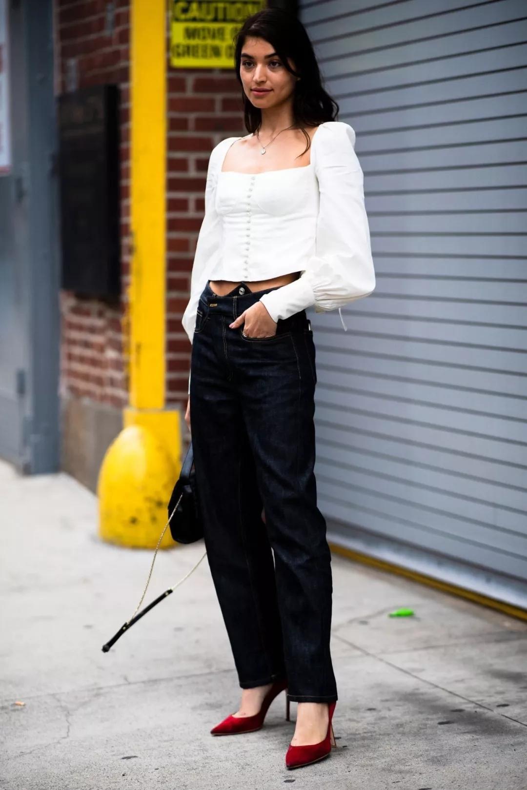 blouse是衬衫中的时髦精,要想穿出真正的韵味,没有好身材怎么能行_地面