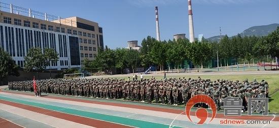 万杰朝阳学校举行2019级新生军训开营仪式