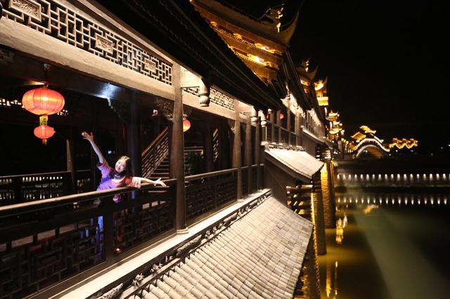 """图二:重庆黔江濯水""""亚洲第一廊桥""""途拍实景"""