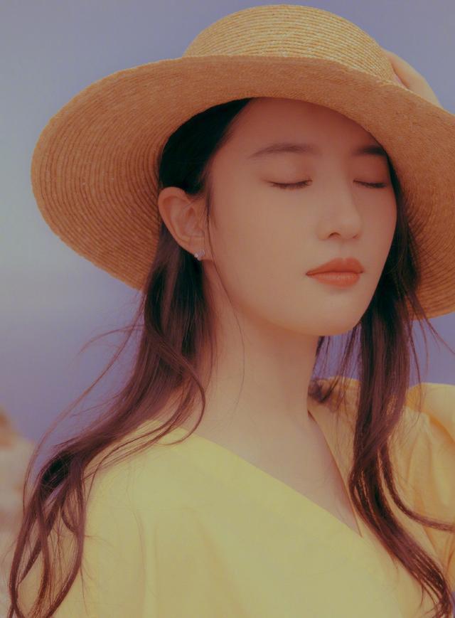 鞠婧祎,精致有仙女范!帽子打扮出4种女神范,超吸睛插图(2)