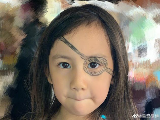 黄磊给多妹化海盗妆网友:和我童年画表一样敷衍