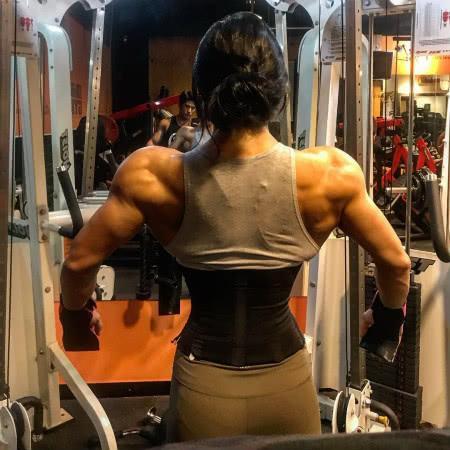 【猪猪评球】原创韩国肌肉女神,长相神似霍思燕,一身炸裂肌肉不输任何男士!