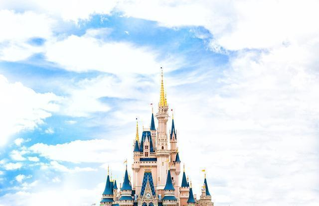 迪士尼没有童话只有翻包,为何迪士尼宁愿暴跌两千亿也要硬抗