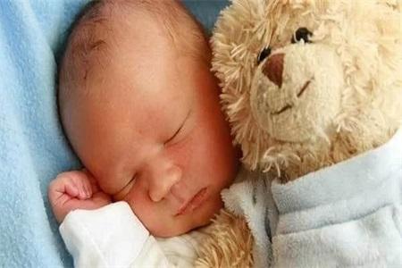 新生儿黄疸怎么退的快?母乳性黄疸需要停止母乳喂养吗