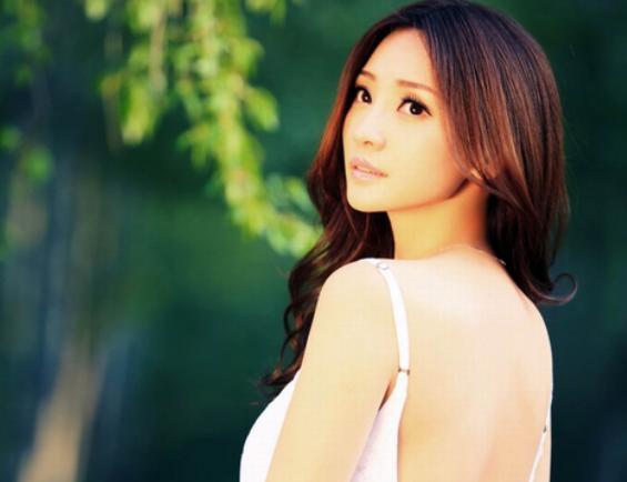 39岁柳岩谈起感情生活,她说:我不是很想结婚了