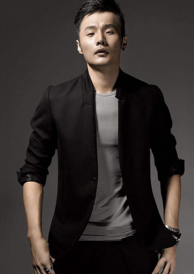 李荣浩否认推崇网络歌曲强调没必要一杆子全拍死