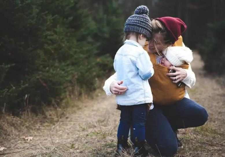 """小品笑比哭好_""""笑""""比""""哭""""好?对于孩子来讲,""""哭""""和""""笑""""同样重要_情绪"""