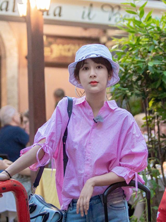 鞠婧祎,精致有仙女范!帽子打扮出4种女神范,超吸睛插图(8)
