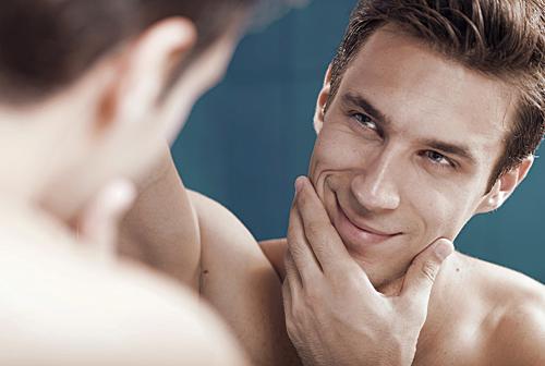 男人也越来越关注自己的外表.(图片