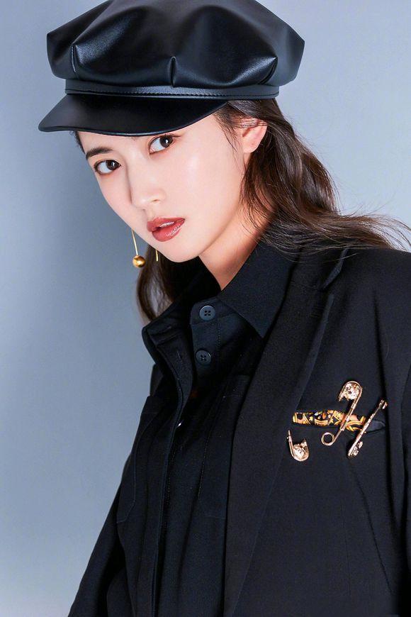 鞠婧祎,精致有仙女范!帽子打扮出4种女神范,超吸睛插图(6)