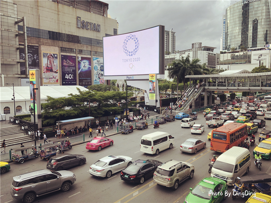 曼谷为啥是国际化城市,堵车秩序不乱,网友:比北京堵车差远了
