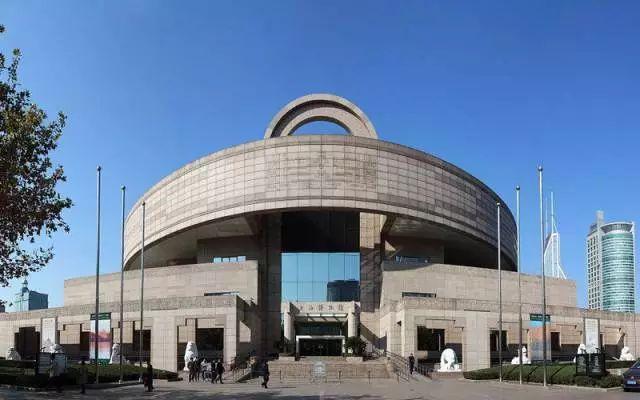 上海博物馆   【湖北省博物馆】   湖北省博物馆的logo形象是对其镇馆之宝——曾侯乙编钟的提炼,logo两侧编钟轮廓线条的重复,仿佛是敲击编钟后的袅袅余音,颇有兼具视听效果的想象空间.