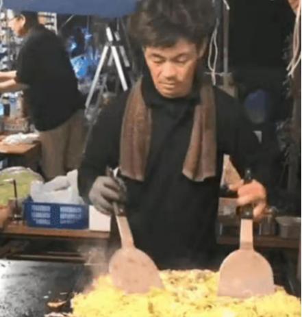 日本炒面大叔撞脸王宝强,粉丝一度认成王宝强本人,以为他在拍戏